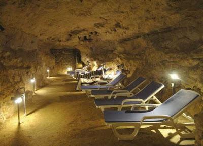 Спелеотерапия: подземные лечебницы  в соляных, сильвинитовых и карстовых пещерах, радоновых штольнях. Спелеолечебница на курорте Тапольца в Венгрии