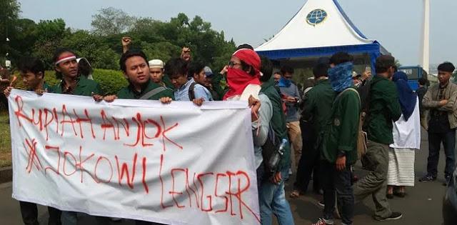 Istana Negara Didemo, Mahasiswa Tuntut Jokowi Bertanggungjawab Rupiah Nyungsep