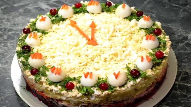 """салат-перевертыш Блюда """"Часы"""", салат овощной, блюда новогодние, рецепты, рецепты новогодние, рецепты праздничные, салат новогодний, стол новогодний, салаты салат с яйцами, салат с яблоками, салат с картофелем, http://eda.parafraz.space/"""