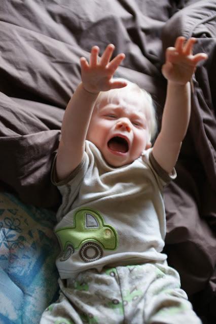 bébé pleure douleur poussée dentaire cris