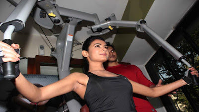 Sonal Chauhan Hot Breast & Butt Workout at Gym