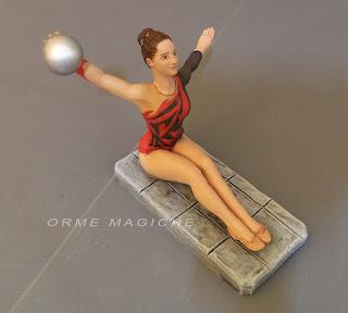 statuina pastori moderni personalizzati ritratto sportiva ginnasta con palla orme magiche