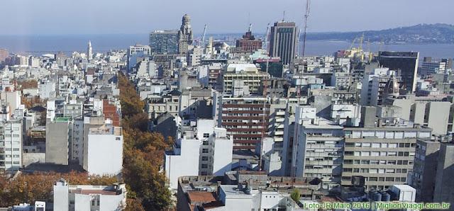 Torre do Palácio Salvo vista do Mirante da Prefeitura de Montevidéu