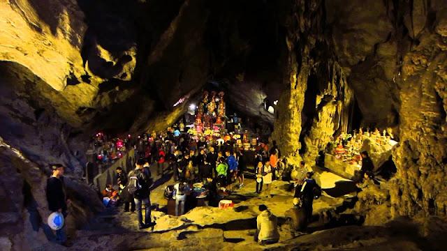 Pilgrims flock to Huong Pagoda on Tet holidays 4