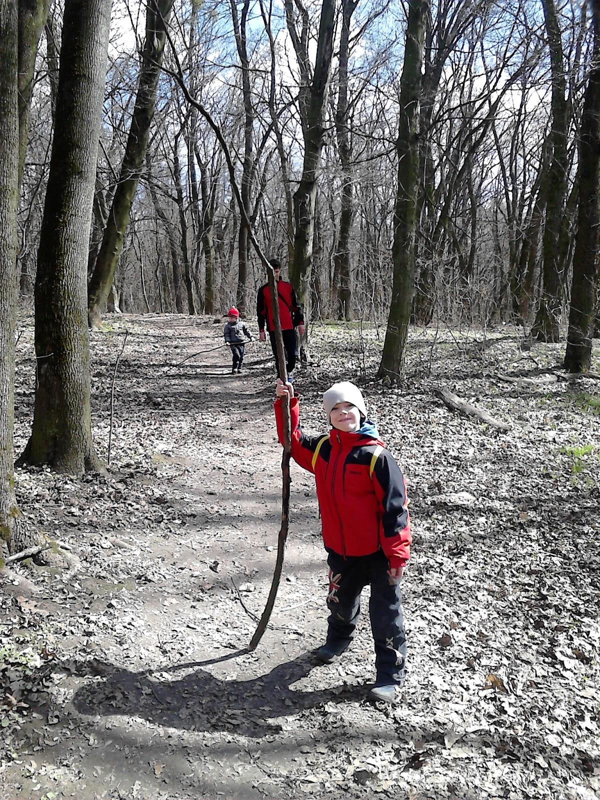 Пошли погулять голыми в лесу, самые старше шлюхи фото