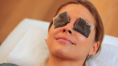 Green tea bags to remove under eye puffiness