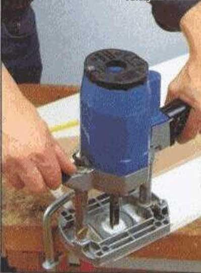 Высверлить отверстие в мебели вместо поврежденного участка