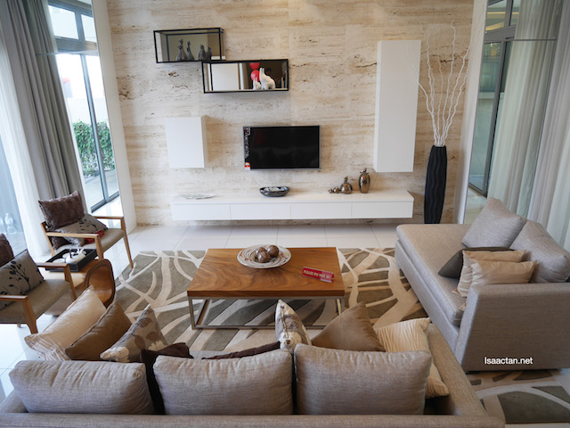 A part of the living room, which encompass the whole 40' of space