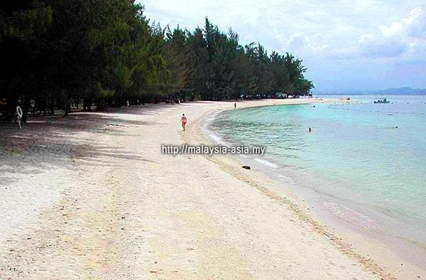 Beach at Manukan Island