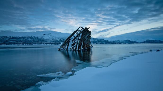 Wallpaper: Frozen Wreck