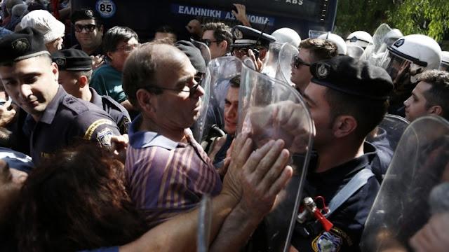 Στον έβδομο χρόνο του ελληνικού δράματος: Η Ελλάδα μπροστά σε μια «τέλεια καταιγίδα»