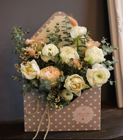 K'Mich Weddings- wedding planning - bouquet ideas - envelope bouquet ideas - wedding flowers