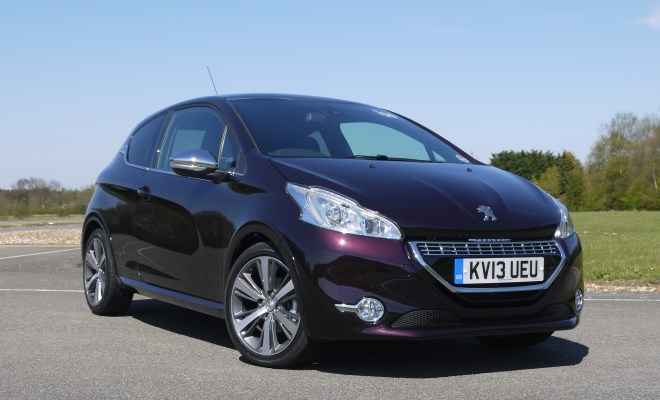 Peugeot 208 XY front view