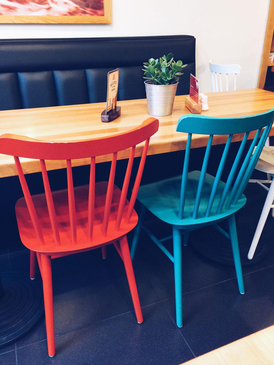 Pyra Bar wnętrze - krzesła.