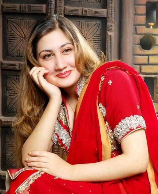 Foto Hot: Pashto Pakistani Famous Singer Urooj Mohmand