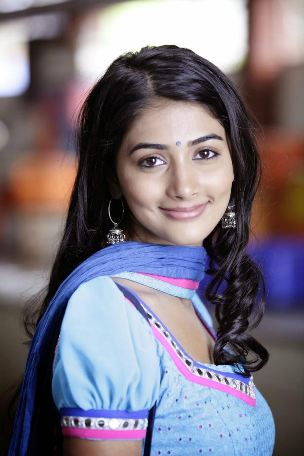 actress and model pooja hegde cute wallpapers - cap