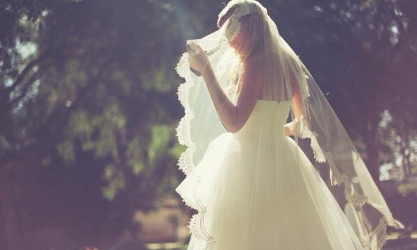 Ngất trong hôn lễ khi biết chồng có con