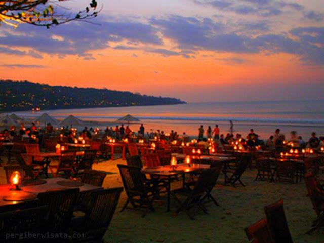 Pantai Jimbaran sebagai Tempat Wisata Malam di Bali