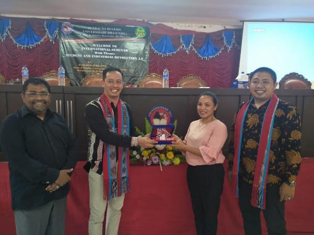 Erwin Akib Bekali Ratusan Mahasiswa-Dosen di Kampus Timor Leste