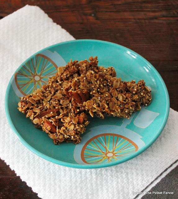 granola, gluten free, protein, healthy, recipe, breakfast, quinoa, chia seeds, http://bec4-beyondthepicketfence.blogspot.com/2016/02/foodie-friday-protein-packed-gluten.html