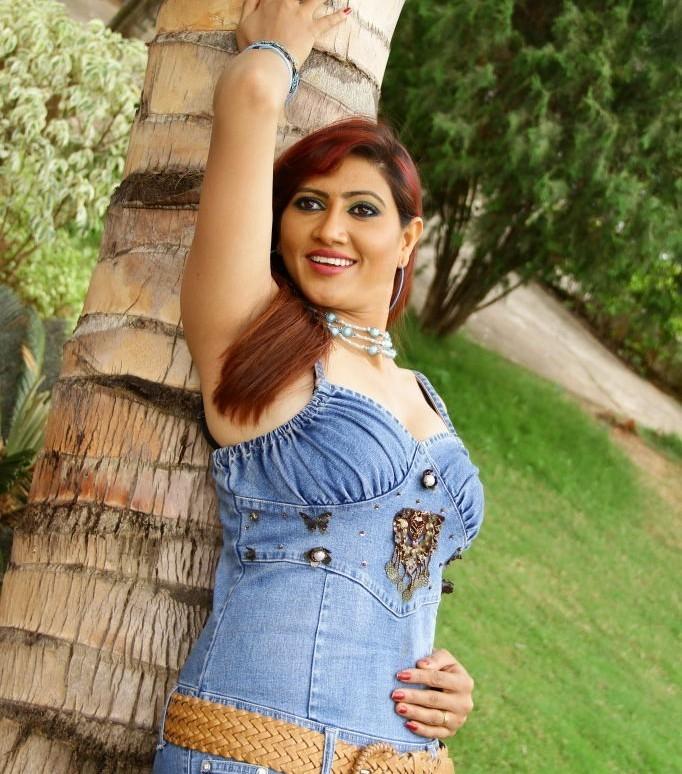 Rishika singh hot arms, Rishika singh south actress hot pics