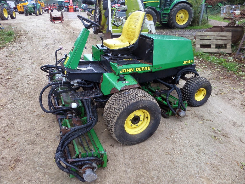 Used Tractors, Machinery and Plant: JOHN DEERE 3235A FAIRWAY MOWER
