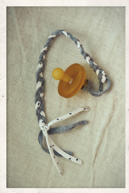 DIY: tasiemka do smoczka