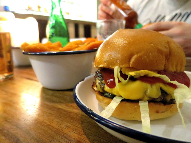 6oz Burgers Restaurant Southsea Portsmouth American Cheeseburger