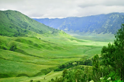 siapa yang tidak mengenal kepopuleran gunung berapi yang masih  aktif ini Tempat Wisata Malang Jawa Timur terfavorit dan terbaru untuk keluarga:  6 Spot Yang Wajib Dikunjungi Di Gunung Bromo