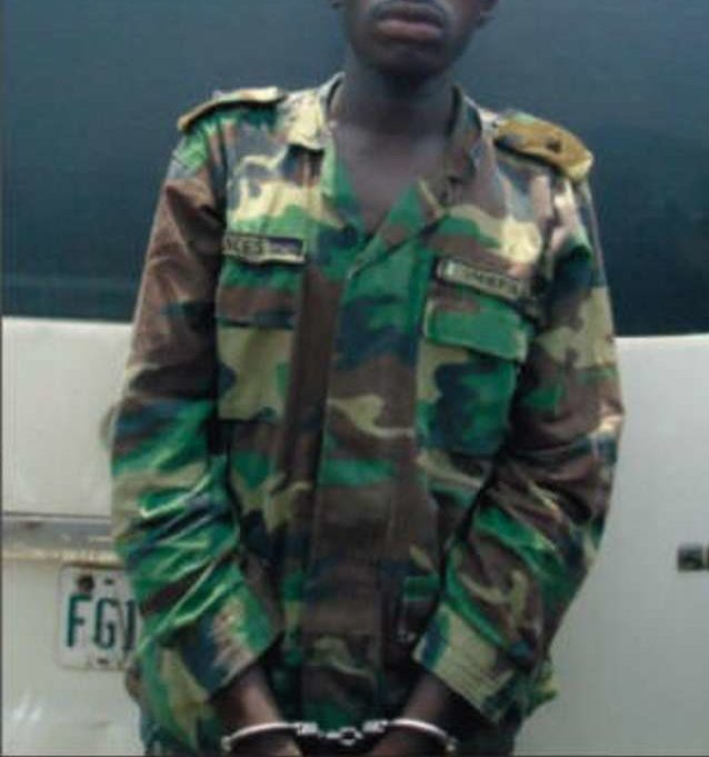 Notorious Fake Military Officer Caught Stealing at Balogun Market in Lagos