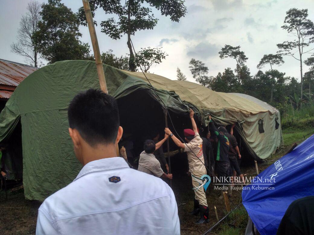 Gerindra Dirikan Tenda Pengungsi Gempa Banjarnegara