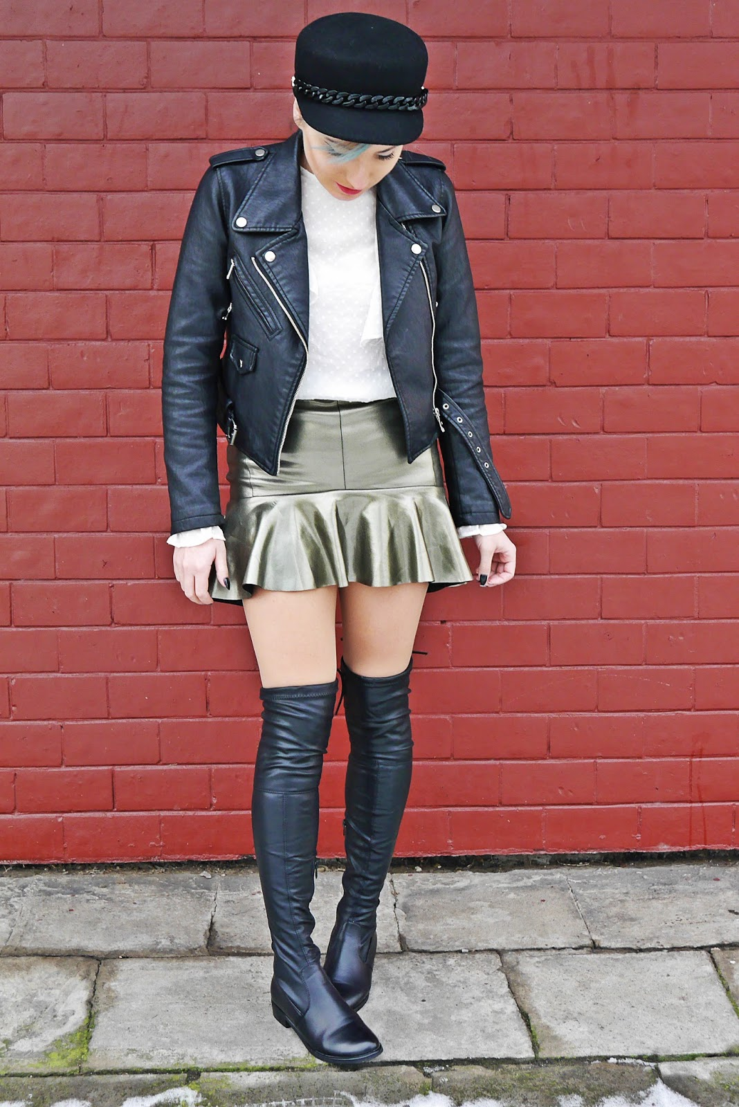 13_leather_jacket_silver_skirt_black_hat_white_shirt_karyn_blog_modowy_220118a