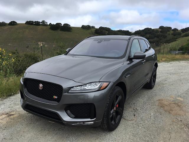 Front 3/4 view of 2018 Jaguar F-Pace S