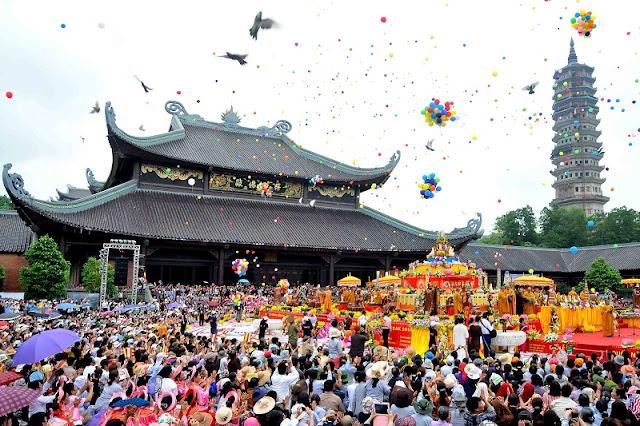 Bai Dinh pagoda festival 1