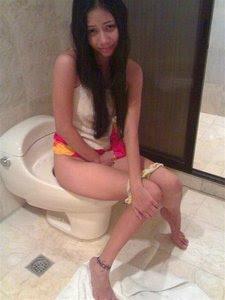 Cewek SPG Mandi Selfie Bugil