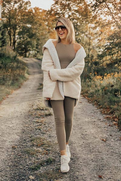 19 Stylish Fall Outfits to Copy in 2018 | Cozy Reversible Coat + High Waist Leggings + Movement Bra + Nike Sports Shoe