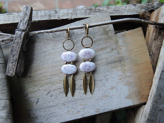 free tutorial for making your own pair of earrings / gratis tutorial om zelf oorbellen te maken