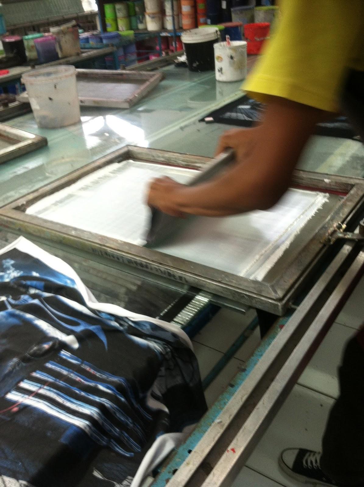 screen printing vs digital printing Making ense of ide ormat igital digital dots td digitaldotsorg 1 wild format screen printing versus digital printing screen printing and inkjet printing are both.