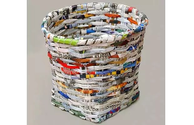 Kerajinan Tangan dari Koran Bekas