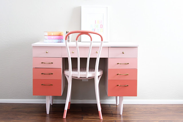 Ombre/gradient painted furniture - if you loved painted furniture or are thinking about using Chalk paint on furniture for the first time then you should check this post full of 25 incredible makeoevers. 25 Fabulous painted furniture ideas!