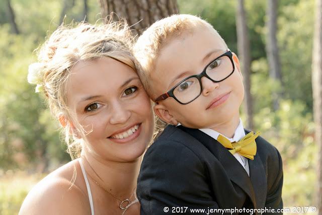 portrait mère fils mariés tenue cérémonie