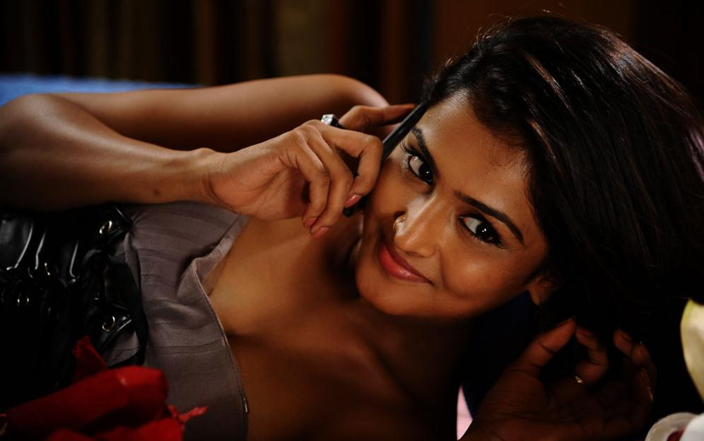 Actress ramya nambeesan latest hot spicy stills photos