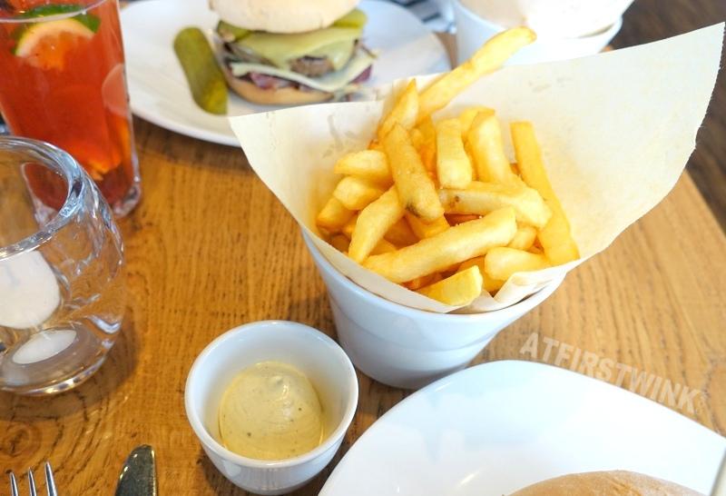 ellis gourmet burger coolsingel rotterdam belgian fries mustard mayonnaise