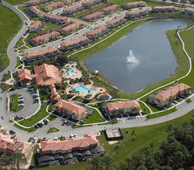 The ideal place to stay and play in Kissimmee, Encantada Official CLC World Resort offers comfort, luxury and easy access to some of the world's most famous themeparks.