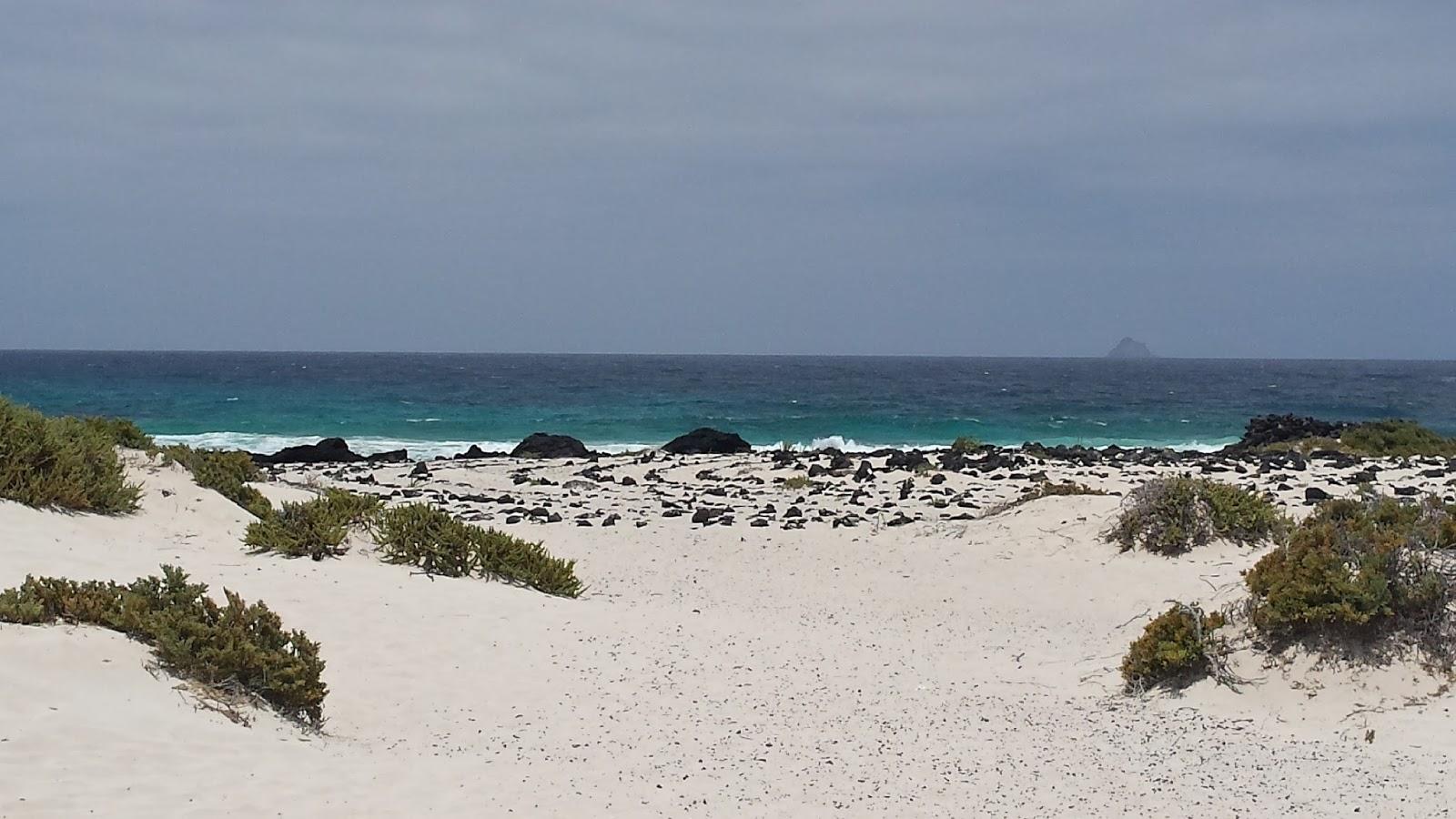 Lanzarote, plaża wydmowa, krajobraz Lanzarote, Wyspy Kanaryjskie, wycieczka na Lanzarote