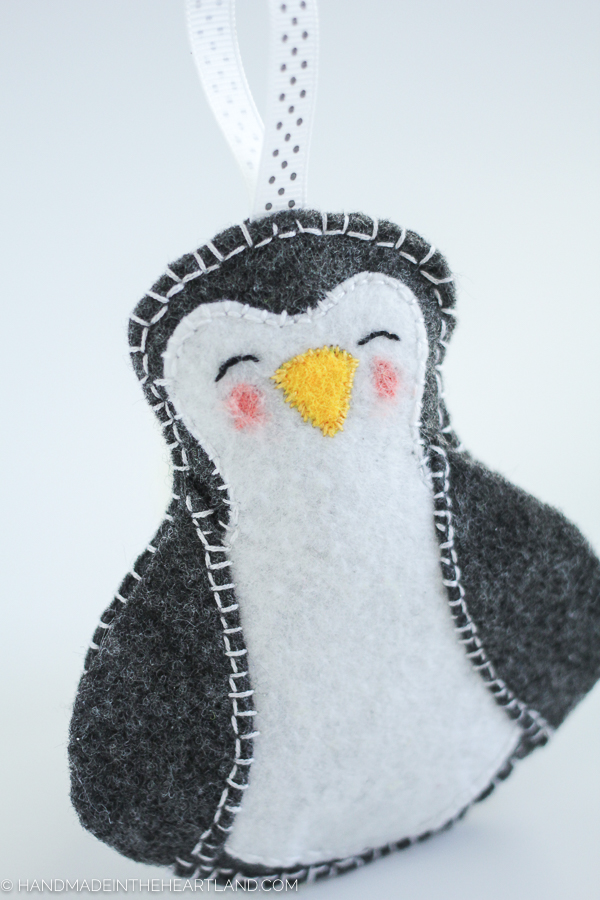 easy to make felt penguin Christmas ornament