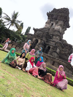 Alumni SMPN 2 Malang di Candi Singosari Malang