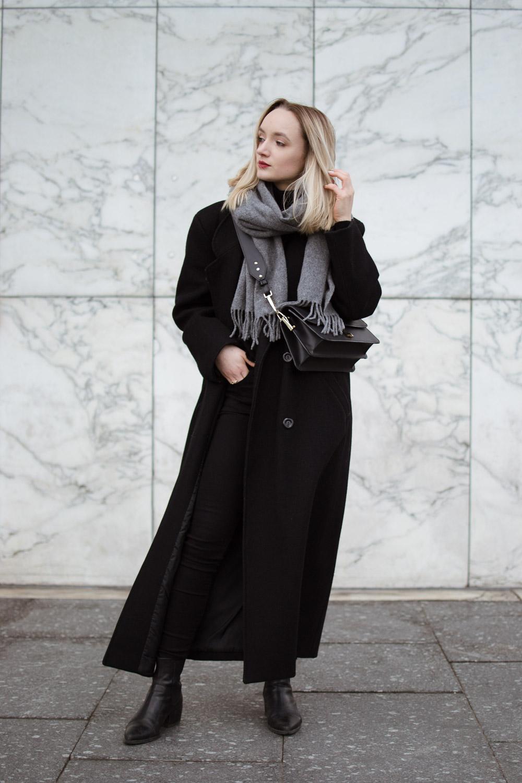 Długi, wełniany płaszcz
