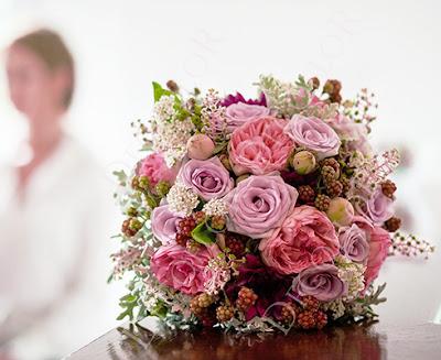 Menyasszonyi csokor vintage stílusban szederrel, angol rózsával