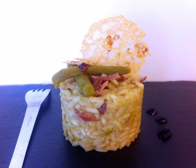 Risotto, asperges, parmesan, jambon de parme, tuiles de parmesan, sale, vin blanc, champignons